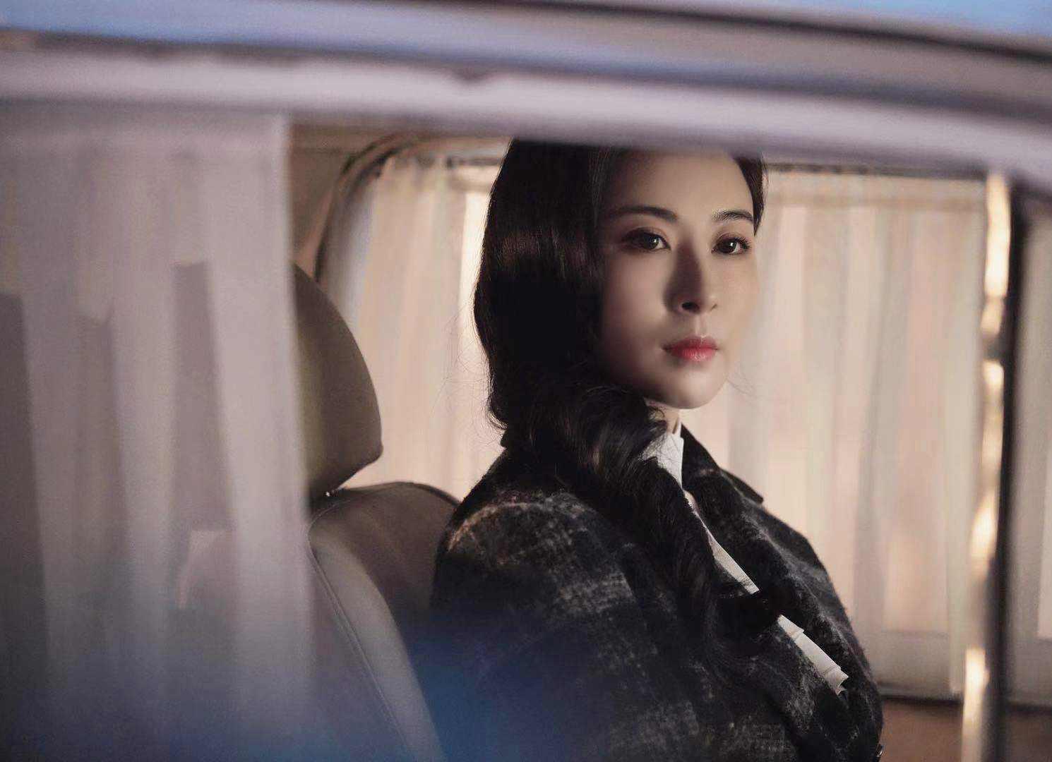 """《没有硝烟的战线》杀青 伊丽媛解锁""""冷艳女特工"""",绝美造型圈粉无数"""