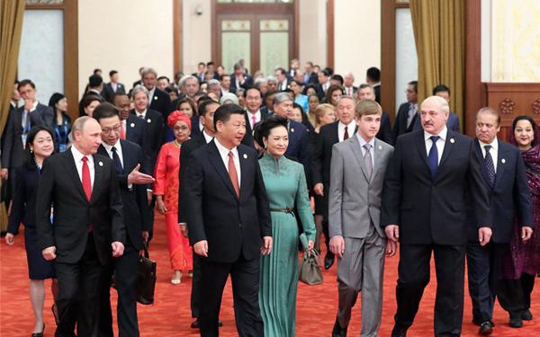 """习近平出席""""一带一路""""国际合作高峰论坛欢迎宴会和文艺演出"""